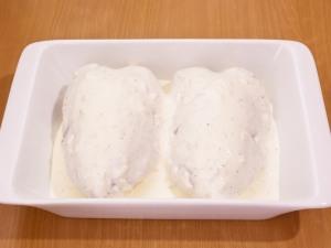 Куриная грудка под сметанно чесночным соусом