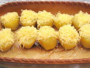 Картофель, запеченный с перепелиными яйцами