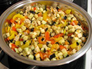 Запеканка с куриным филе, овощами и картофельным пюре