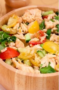 Салат с запеченной семгой и овощами