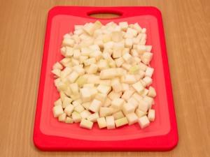 Кольраби, тушенная с куриным филе и овощами
