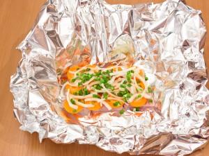 Рыба, тушенная с овощами в фольге