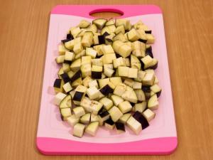 Цветная капуста, тушенная с баклажанами и сосисками