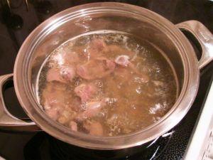 Куриные желудки, жаренные с луком и соевым соусом