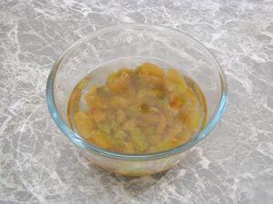 Салат с капустой, яблоком и изюмом