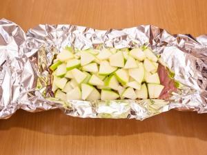 Свинина с яблоками, запеченная в фольге