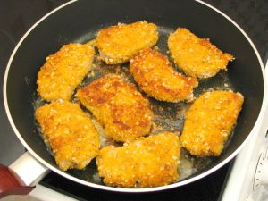 Свинина, жаренная с горчицей и яйцами
