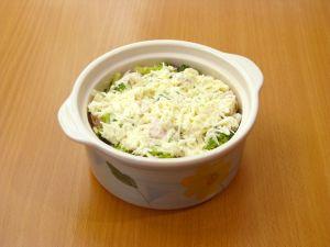 Куриное филе и брокколи, запеченные под сливочным соусом
