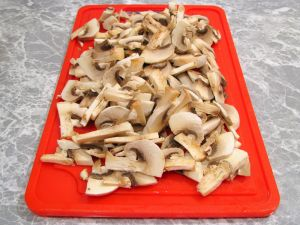 Куриное филе, жаренное с грибами