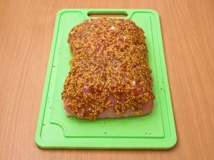 Свинина с чесноком, запеченная в фольге