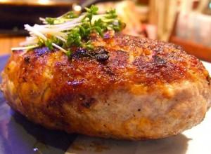 Куриные котлеты со сливочным соусом в микроволновой печи