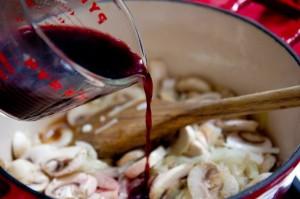 Грибы в красном вине