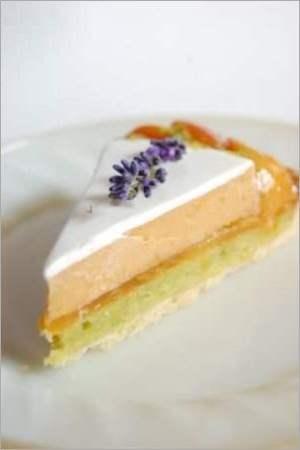 Абрикосовый торт с лавандой