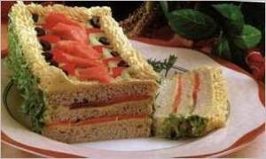 Бутербродный торт с копченным лососем