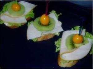 """Бутерброды """"Лёгкая экзотика"""""""