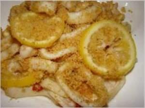 Кальмар с лимонами и хлебной крошкой