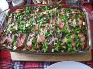 Картофельная запеканка с квашеной капустой и беконом