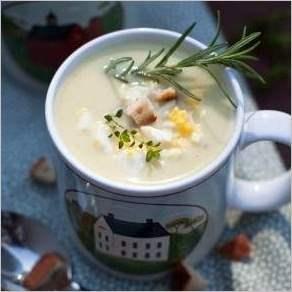 Крем суп из цветной капусты с сухариками и яйцом