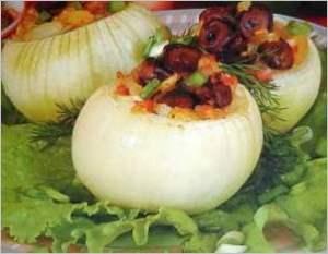 Лук фаршированный жареными грибами