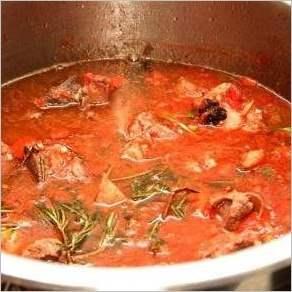 Мясо по итальянски в томатном соусе
