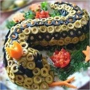 Новогодний салат Змейка