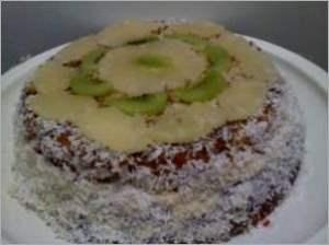 Праздничный бисквитный торт
