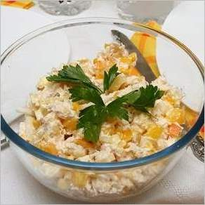 Салат из курицы с сыром и ананасом