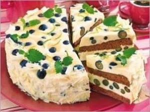 Смородиново шоколадный бисквитный торт с яичным ликером