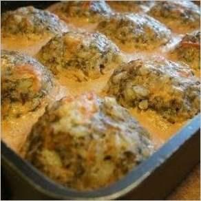 Тефтели с грибами, запеченные в духовке в томатно сметанном соусе
