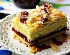 Торт из слоёного теста с малиновой прослойкой