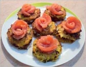 Закуска из семги и сливочного сыра на кабачковых оладьях