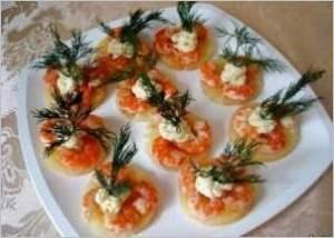 Закусочные ананасы с креветками