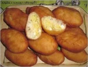 Золотистые пирожки с рисом и яйцом